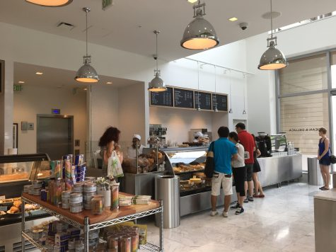 Try a pleasant lunch at Dean & Deluca