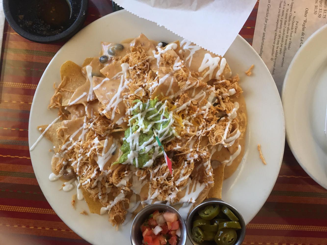 A plate of Los Chaparros nachos with chicken.