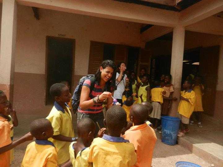 Writer+Suse+plays+with+kids+at+Senase+Village+in+Ghana.%0D%0APhoto+courtesy+of+Suse+Sampaio+Simoes.