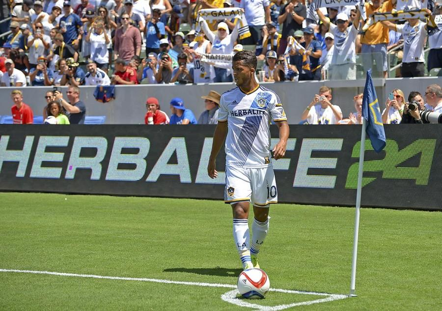 Aug 23, 2015; Carson, CA, USA; Los Angeles Galaxy midfielder/forward Giovani Dos Santos (10) gets set for a corner kick in the first half of the game against New York City FC at StubHub Center. Galaxy won 5-1. Mandatory Credit: Jayne Kamin-Oncea-USA TODAY Sports