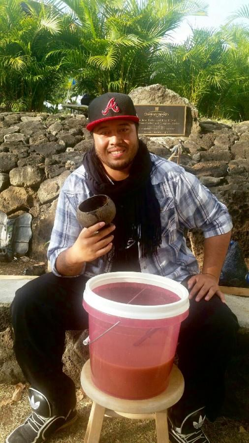 Kava+King%2C+Kawehiokekai+Moefu%2C+shares+some+Tongan+tradition+with+his+fellow+classmates.
