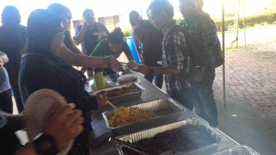 Chaminade+commuter+students+enjoyed+a+free+and+nutritious+breakfast+sponsored+by+Koa+Cafe.