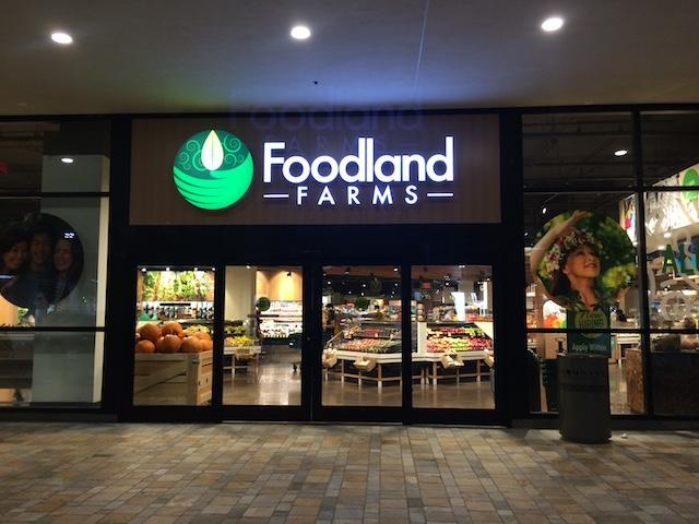 Foodland Farms Ala Moana combines aspects of its original stores with fresh produce and made-to-order food stations.
