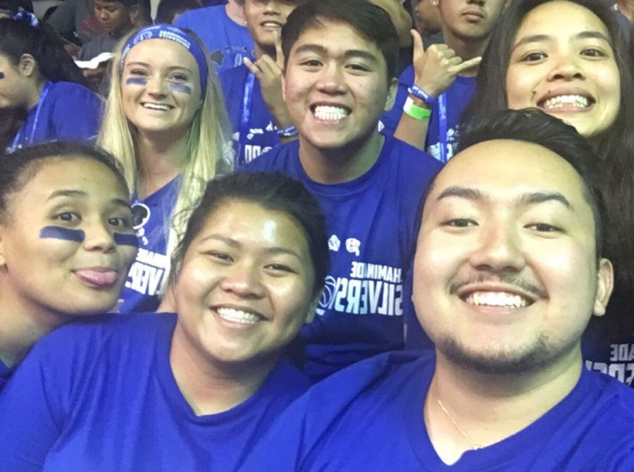 a+few+of+the+Maui+Monday+goers+take+a+quick+selfie+before+the+game+
