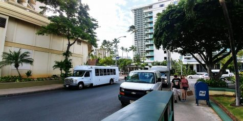 Tour busses on Koa Ave dropping tourists off at the Hyatt Regency