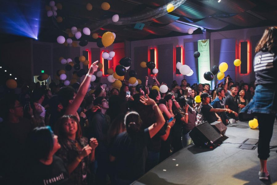 Students+show+their+surprise+as+hundreds+of+balloons+fall+from+the+ceiling.+