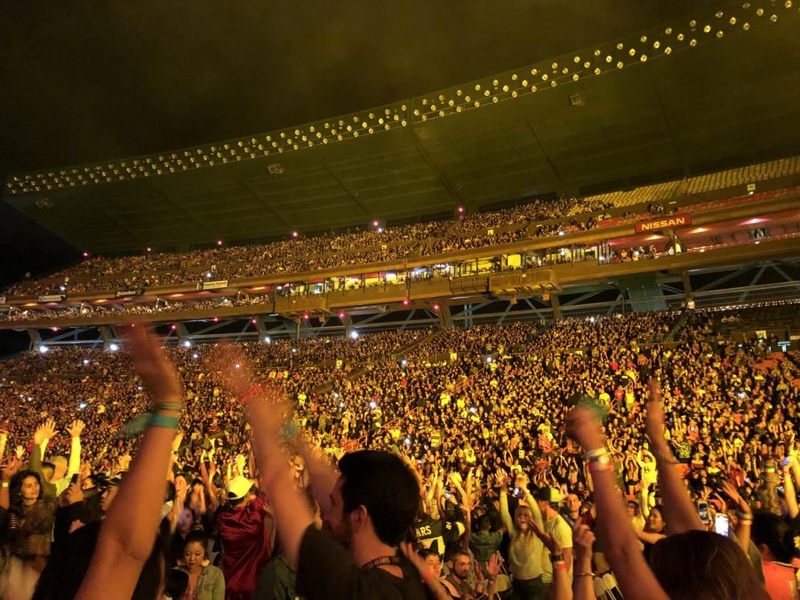 The+crowd+broke+out+in+a+%22wave%22+from+time+to+time+as+they+waited+for+Bruno+Mars+to+come+on+stage.