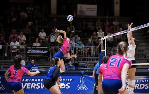 Women's Volleyball Beats HPU Then Survives UH-Hilo to Start Road Trip